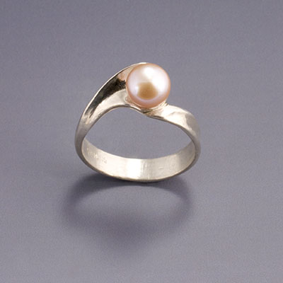 silver wave ring with pearl